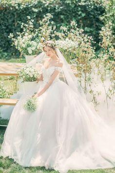 - follow tôi để có thể xem thêm nhiều ghim khác 🌻🐝😺💛 Sheer Wedding Dress, Luxury Wedding Dress, Bridal Wedding Dresses, Dream Wedding, Barbie Mode, Bride Photography, Sparkle Wedding, Quinceanera Dresses, Modest Wedding Dresses