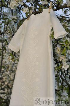 Kastemekko ja valkoinen kirjonta. www.kirjosilta.fi Cold Shoulder Dress, Dresses, Fashion, Vestidos, Moda, Fashion Styles, Dress, Fashion Illustrations, Gown