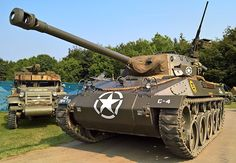 Restored GMC Hellcat tank destroyer at the Military Odyssey event in southern England. M18 Hellcat, Army Usa, Us Armor, War Thunder, Tank Destroyer, Armored Fighting Vehicle, Ww2 Tanks, Lifted Ford Trucks, Military Diorama