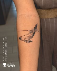 Whales. They are the largest creatures that ever graced this earth and one of the majestic. An elegant line art tattoo done by Dipti Chaurasiya at Aliens Tattoo India. If you wish to get this elegant line art tattoos, then don't forget to follow us, like this pin and visit our websitefor more of this tattoos. Alien Tattoo, Tiger Tattoo, Line Art Tattoos, Cool Tattoos, First Tattoo, Tattoo You, Unique Animal Tattoos, Hyper Realistic Tattoo, Tattoo Prices