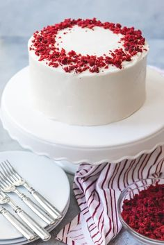 An image of a frosted and decorated red velvet cake that has been made from scratch. An image of a frosted and decorated red velvet cake that has been made from scratch. Red Velvet Birthday Cake, Best Red Velvet Cake, Bolo Red Velvet, Red Cake, Cupcakes, Cupcake Cakes, Receita Red Velvet, Red Velvet Cake Decoration, Red Velvet Cheesecake