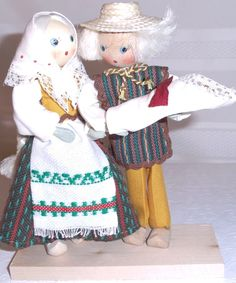 Wood dolls with Traditional Lithuanian costumes, couple with baby