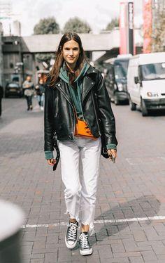 it girl - calca-branca-all-star-preto - all star - inverno - street style - Street Style 😎 Tomboy Fashion, Star Fashion, Look Fashion, Trendy Fashion, Winter Fashion, Fashion Outfits, Fashion Trends, Tomboy Style, Jackets Fashion