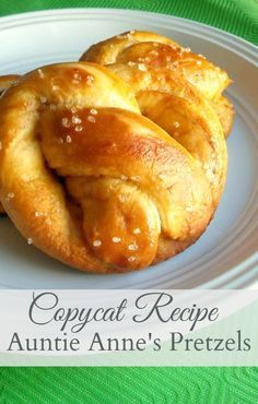 An irresistible copycat recipe for Auntie Anne's Pretzels! You won't believe how close to the real thing these are! A perfect chewy, salty anytime snack. Homemade Soft Pretzels, Pretzels Recipe, Copycat Recipes, Bread Recipes, Cooking Recipes, Diet Recipes, Auntie Annes Pretzels, Pretzel Dough, Pretzel Bread