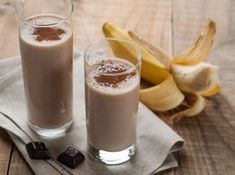10 Delicious and Healthy Chocolate Smoothie Recipes Chocolate Banana Smoothie Recipe Avocado Smoothie, Protein Smoothies, Smoothies Banane, Smoothie Proteine, Healthy Fruit Smoothies, Healthy Protein, Whey Protein, Healthy Chocolate Milkshake, Chocolate Smoothie Recipes