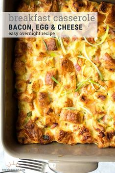 This overnight bacon breakfast casserole is sure to be a hit with a crowd! This make ahead breakfast recipe is a simple and perfect for families. Recipe on The Worktop Brunch Ideas For A Crowd, Easy Brunch Recipes, Healthy Brunch, Food For A Crowd, Raw Recipes, Bacon Recipes, Make Ahead Breakfast Casserole, Breakfast For A Crowd, Bacon Breakfast