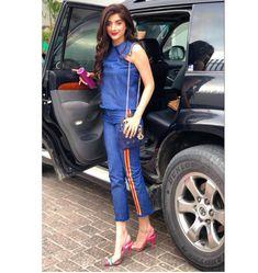 Mawra hocane in stylish heels Pakistani Casual Wear, Pakistani Girl, Pakistani Actress, Pakistani Bridal, Hot Actresses, Beautiful Actresses, Beautiful Dresses For Women, Cute Girl Pic, Celebs