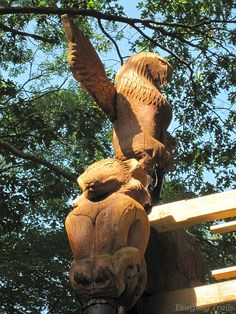 Fox and eagle totems, carved by Alan Fontana, on the T. Dawson Brown Gateway at Camp #Yawgoog.  A 2014 image by David R. Brierley.