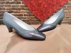 Zapatos de ancho especial para pies más delicados por juanetes, pies anchos o para las abuelas que también quieren ir guapas y comodas, tenemos más modelos a elegir en la tienda.