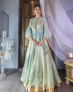 Count on this handloom peplum top and skirt from devnaagri to slay this festive season . To Shop v Indian Fashion Dresses, Indian Gowns Dresses, Indian Designer Outfits, Designer Dresses, Fashion Outfits, Pakistani Dresses, Asian Fashion, Maxi Dresses, Women's Fashion