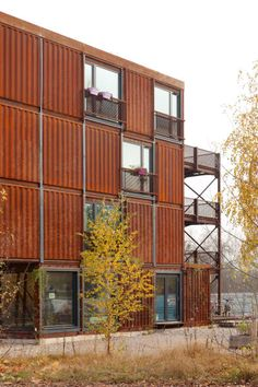 a f a s i a: Holzer Kobler Architekturen Container Buildings, Container Architecture, Sustainable Architecture, Contemporary Architecture, Container Houses, House Architecture, Brick In The Wall, Brick And Wood, Storage Container Homes