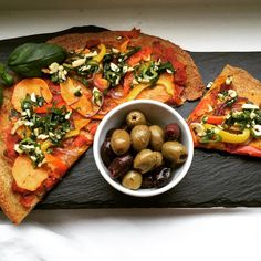 @veganmitbutter Vegan - Glutefrei - Quinoa Pizza mit Süßkartoffeln Hokkaido und Basilikum-Cashew Pesto