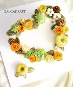 Heart shaped Flowercake. Made by G.G.CAKRAFT.