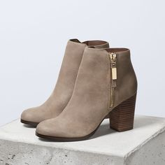 Taupe Vintage Boots Round Toe Chunky Heel Ankle Boots - How about this shoe? Share to get a coupon for all on FSJ Taupe Vintage Boots Round Toe Chunky Heel Ankle Boots Source by - Chunky Heel Ankle Boots, Chunky Heels, Bootie Boots, Shoe Boots, Ankle Booties, Fall Booties, Autumn Boots, Fall Ankle Boots, Fall Shoes