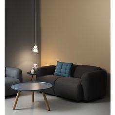 Swell Lounge Chair es un pieza para tu sala minimalista con un toque juguetón y alegre. Sus formas suaves y curvadas hacen que el sofá sea súper cómodo y sea fantástico al sentarse. El nombre Swell es una referencia al parecido de un pan con su forma completa.