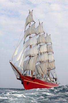 Ukraynalı bir tam , üç direkli uzun boylu gemi 1989 yılında inşa edilmiştir.