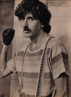 Charly 1983 - fuente: charlygarcia.blogspot.com.ar