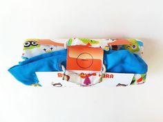 http://soytandem.com.ar/portfolio/   Se realizó el diseño del packaging para este innovador producto de MiniEco; una alfombra para que los niños jueguen que se convierte en un práctico bolso para trasladar y guardar los juguetes. El objetivo era ayudar al usuario a comprender la novedad del producto, comunicando la bi-funcionalidad del mismo y explicando el modo de uso de una manera sencilla y relacionada con el mundo infantil.