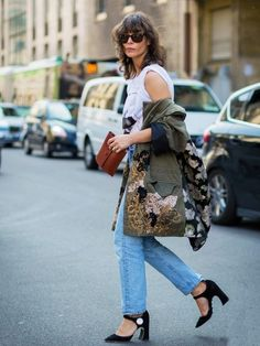 Ask a Stylist: What Shoes Should I Wear With Different Jeans? - Street Style