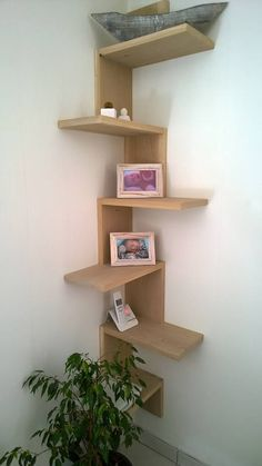 📣 46 New Corner Shelves Ideas 012 Corner Shelf Design, Wall Shelves Design, Room Interior, Interior Design Living Room, Etagere Design, Diy Home Decor, Room Decor, Regal Design, Wooden Shelves