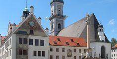 Der Freisinger Marienplatz mit Rathaus, Stadtpfarrkirche St. Georg und Mariensäule von Violatan lizensiert durch CC BY-SA 2.0 DE