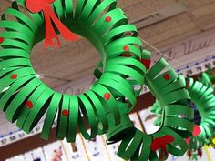 construction paper wreaths Christmas craft