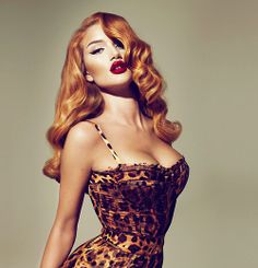 You know while the blonds and brunettes are fighting it out over who has more fun, the redheads are stealing your men, right? <----- haha I love that caption. But love the hair and makeup