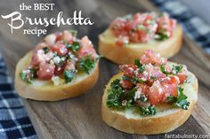 The best bruschetta recipe. it's a quick & easy appetizer that's perfect Quick And Easy Appetizers, Easy Appetizer Recipes, Healthy Appetizers, Appetizers For Party, Party Snacks, Quick Snacks, Birthday Appetizers, Crab Appetizer, Easter Appetizers