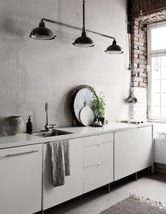 Minimalistische Küche - graue Wand