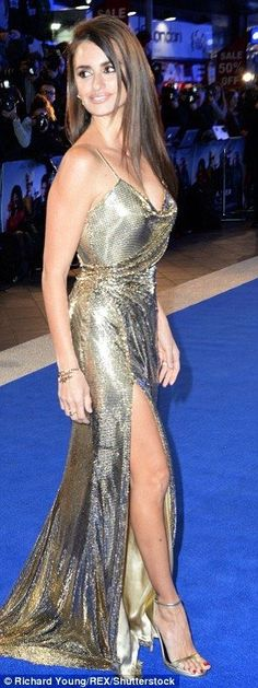 Victoria Beckham, Cheryl Fernandez-Versini, singer Katherine Jenkins and Catherine Zeta-Jones have all stepped out in a pair of vertiginous strappy gold sandals that add inches to their height. Beautiful Celebrities, Beautiful Actresses, Most Beautiful Women, Beautiful People, Beautiful Latina, Catherine Zeta Jones, Penelope Cruze, Cheryl Fernandez Versini, Katherine Jenkins