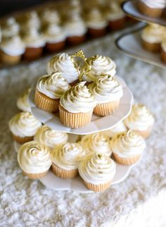 white and gold cupcakes