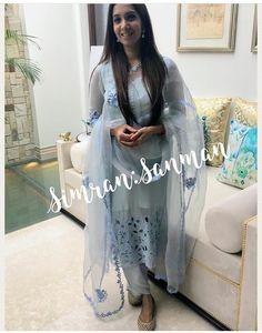 Designer Punjabi Suits Patiala, Punjabi Suits Designer Boutique, Boutique Suits, Dress Neck Designs, Blouse Designs, Indian Dresses, Indian Outfits, Punjabi Fashion, Indian Look