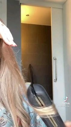 Hair Curling Tips, Curl Hair With Straightener, Hair Straightner Curls, Hair Tutorials For Medium Hair, Curly Hair Tips, Medium Hair Styles, Long Hair Styles, Hair Tips Video, Hair Videos