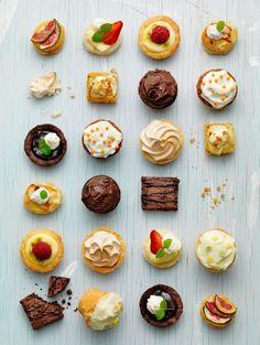 Petit Fours. Aren't these mini desserts just droolable over? Mini Desserts, Just Desserts, Dessert Recipes, Mexican Desserts, Christmas Desserts, Healthy Desserts, Mini Tart, Mini Cookies, Cupcakes