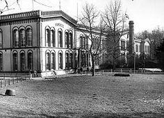 Bronbeek is een voormalig landgoed in Arnhem. De naam Bronbeek wordt gebruikt als verkorte naam van het Koninklijk Tehuis voor Oud-Militairen en Museum Bronbeek. Het is heden ten dage een verzorgingstehuis voor maximaal 50 oud-militairen van de Nederlandse krijgsmacht en het voormalig Koninklijk Nederlandsch-Indisch Leger (KNIL).