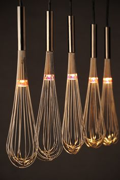 – 80 kreative Upcycling-Ideen oh, lighted whisks, i love this! could look cheesy though, in a very minimalistic and very clean kitchen above an island, it would be lovely Related Post Facade design