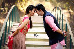 Ideas for photography girl beautiful photographers Indian Wedding Couple Photography, Wedding Couple Photos, Wedding Pics, Wedding Shoot, Pre Wedding Poses, Pre Wedding Photoshoot, Marriage Poses, Wedding Stills, Couple Photoshoot Poses