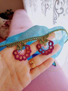 Ortası ilmekli tığ oyası Crochet Borders, Crochet Blanket Patterns, Balochi Dress, Saree Kuchu Designs, Headpiece Wedding, Crewel Embroidery, Crochet Scarves, Create, Crochet Flowers