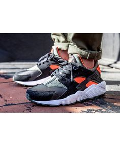 newest 543f8 149bf Chaussure Nike Huarache Olive Kaki Orange Noir Nike Huarache, Mens Running,  Running Shoes For