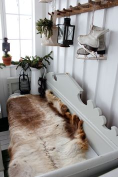 board and batten wall-.without the animal fur for sure Scandinavian Interior, Home Interior, Scandinavian Style, Interior And Exterior, Interior Decorating, Interior Design, Country Christmas, White Christmas, Board And Batten