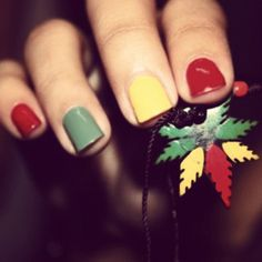 Cute rasta nails & necklace :)