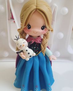 *SORRY, no information as to product used ~ Frozen Polymer Clay Figures, Cute Polymer Clay, Cute Clay, Polymer Clay Dolls, Polymer Clay Miniatures, Fondant Figures, Polymer Clay Charms, Ana Frozen, Frozen Cake