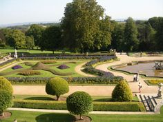 (Photo by © Giano) Ein Foto aus dem Garten der Schlossanlage Waddesdon Manor in der englischen Grafschaft Buckinghamshire. Das Schloss und die Gegend haben wesentlich als Vorlage von Fogs Creek in 'Bittersüßer Morgentau' gedient.