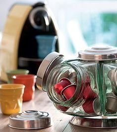 Dá para otimizar o ambiente sem colocar a mão no bolso (Foto: Iara Venanzi/Casa e Comida) | Kitchen