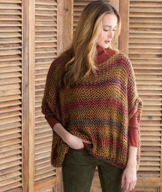 The Relaxed Spring Pullover is the perfect addition to your transitional weather wardrobe. This free knit sweater features a beautiful mix of colors in a stunning loose knit. This stress-free knitting pattern is super comfy to wear. Easy Sweater Knitting Patterns, Knitted Poncho, Knit Patterns, Loom Knitting, Free Knitting, Jean Hippie, Hippie Boho, Knitting Projects, Knit Crochet