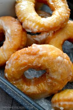 These EASY Homemade Buttermilk Old Fashioned Doughnuts are just like your favorite bakery's, but BETTER. So simple, so scrumptious and packed with amazing flavor! Fun Baking Recipes, Donut Recipes, Cooking Recipes, Ring Doughnut Recipe, Old Fashioned Donut, Homemade Buttermilk, Buttermilk Recipes, Doughnuts, Deserts