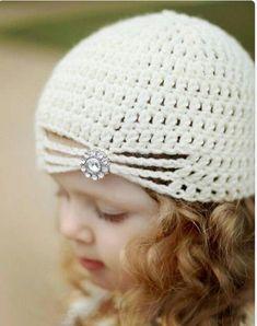 Crochet Patterns Vintage Flapper Hat with Jewel – Cream Crochet Vintage Style Hat Baby Children Adult Siz… Crochet Kids Hats, Crochet Beanie, Knit Or Crochet, Crochet Crafts, Crochet Clothes, Crochet Projects, Crochet Motifs, Crochet Patterns, Baby Hut