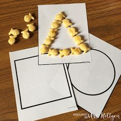 If you've been wondering how to get your preschool child ready for Kindergarten, you're going to love the ideas at this blog post. Click through to see how you can use snacks and food as part of the learning process. Kids will be engaged and having fun - making learning easy! Great ideas for tot school or preschool at home.