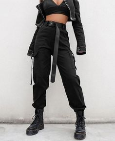 High Waist Loose Black Trousers Lose schwarze Hose mit hoher Taille – This image has get Edgy Outfits, Grunge Outfits, Cool Outfits, Fashion Outfits, Fashion Trends, Black Outfits, Emo Fashion, Fashion Fashion, Ladies Outfits