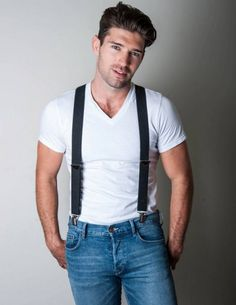 BO ROBERTS born in 1985 - American ex Kick-Boxer and Cage-fighter turned leading Model & Actor Bo Roberts is an actor , known for 300: Rise of an Empire (2014), Baine (2011) and The Mindy Project: The Morgan Project (2013).